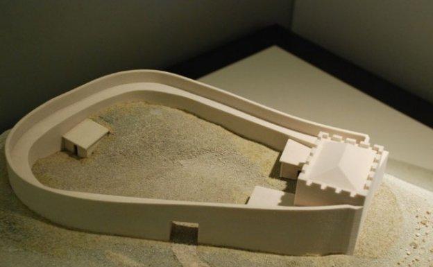 Recreación de una fortaleza similar a la de Tiñana realizada por la empresa valenciana Aescala para el Museo Arqueológico de Asturias.