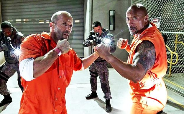 'The Rock' (d) y Jason Statham, en 'Fast & Furious'.