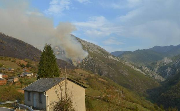 Ltima hora sobre los incendios en asturias el comercio for Ultima hora sobre clausula suelo
