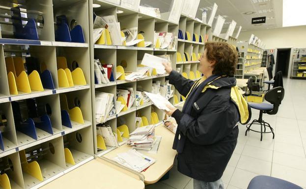 Convocatoria de correos para una bolsa de empleo temporal for Oficina correos madrid