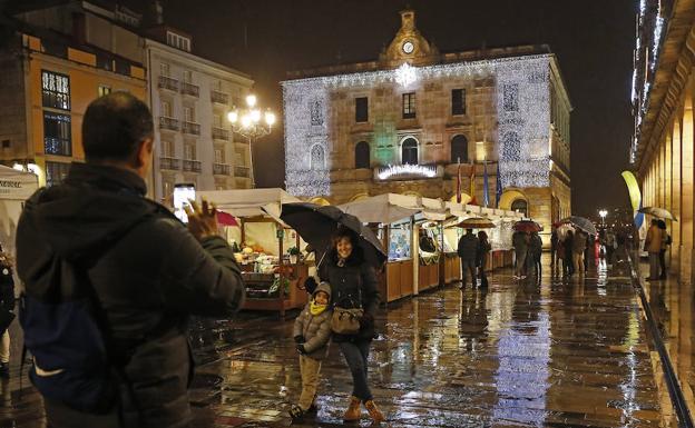 La oferta de pisos tur sticos llega a mil plazas en cinco for Pisos particulares gijon