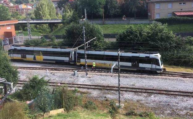 Un tren de cercanías de Feve descarrila en El Entrego sin heridos