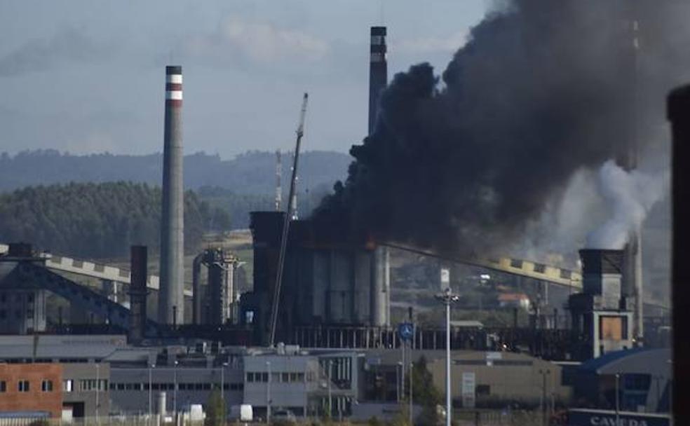 Madrileños, sus vais a cagar... - Página 3 Arcelor-incendio1-U402219249FeE-U601259347594ZLB-984x608@El%20Comercio-ElComercio
