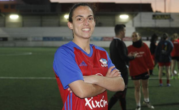 Eli, defensa central del GijónFemenino.