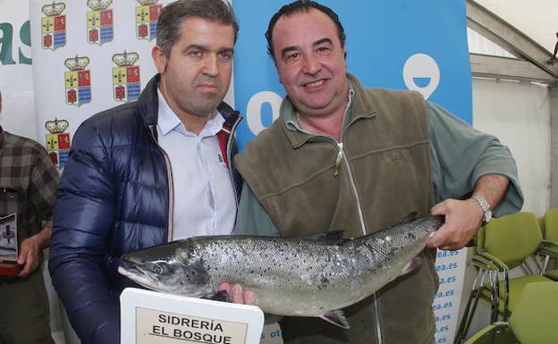 El campanu de Asturias, subastado por 10.000 euros en Cornellana