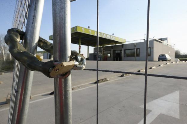 La gasolinera de Urllaga clausurada desde febrero. / PABLO NOSTI