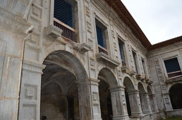 Estado del interior del Monasterio de San Salvador de Cornellana. / B. G. H.