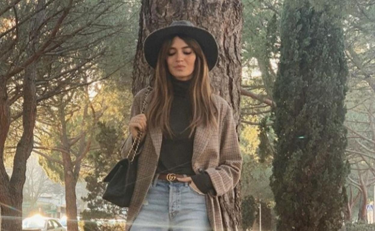 Sara Carbonero Pone De Moda Una Nueva Version De Vaqueros Rotos El Comercio