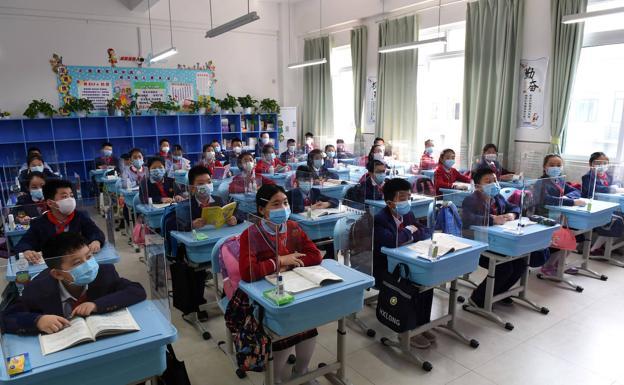 Estudiantes en una clase en Chongqing