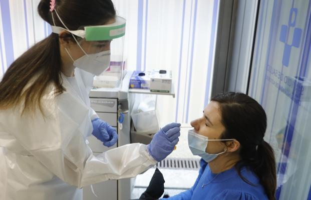 Coronavirus en Asturias | La covid confina a 550 alumnos y obliga a hacer cribados en dos centros