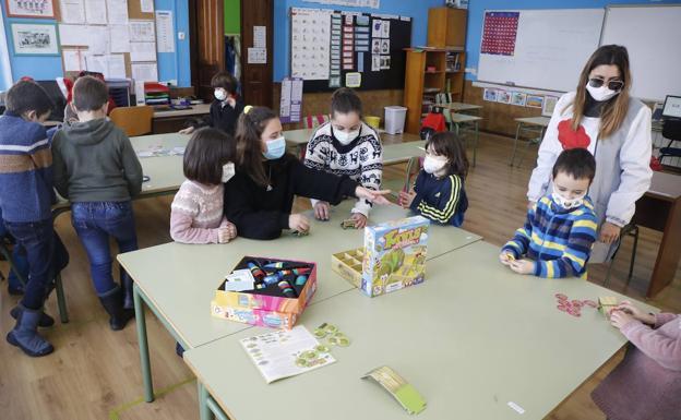 Ventilación cruzada en las aulas: puertas y ventanas abiertas