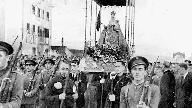 Desde El Musel salió camino de París y aquí volvió tras la guerra. La imagen es del 27 de junio de 1939, cuando desfiló por las calles de la ciudad para darle la bienvenida./